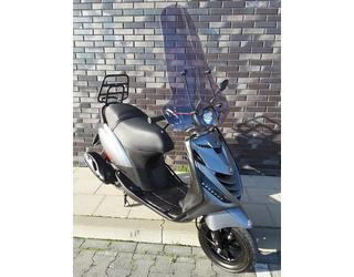 Piaggio Zip 50 Selenite SP Look Tweedehands Snorscooter 25 km p/u.
