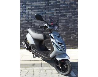 Piaggio Zip 50 Nardo Grey SP Tweedehands Bromscooter